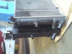 Vergleich Standard- gegen Hochleistungskühler: die Wasserkästen rechts im Vergleich.