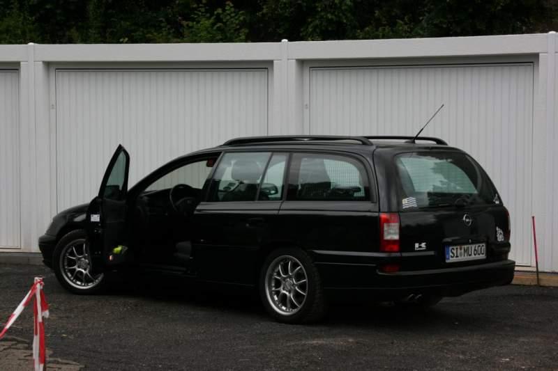 Mein Omega vor neuen Garagen MU 600