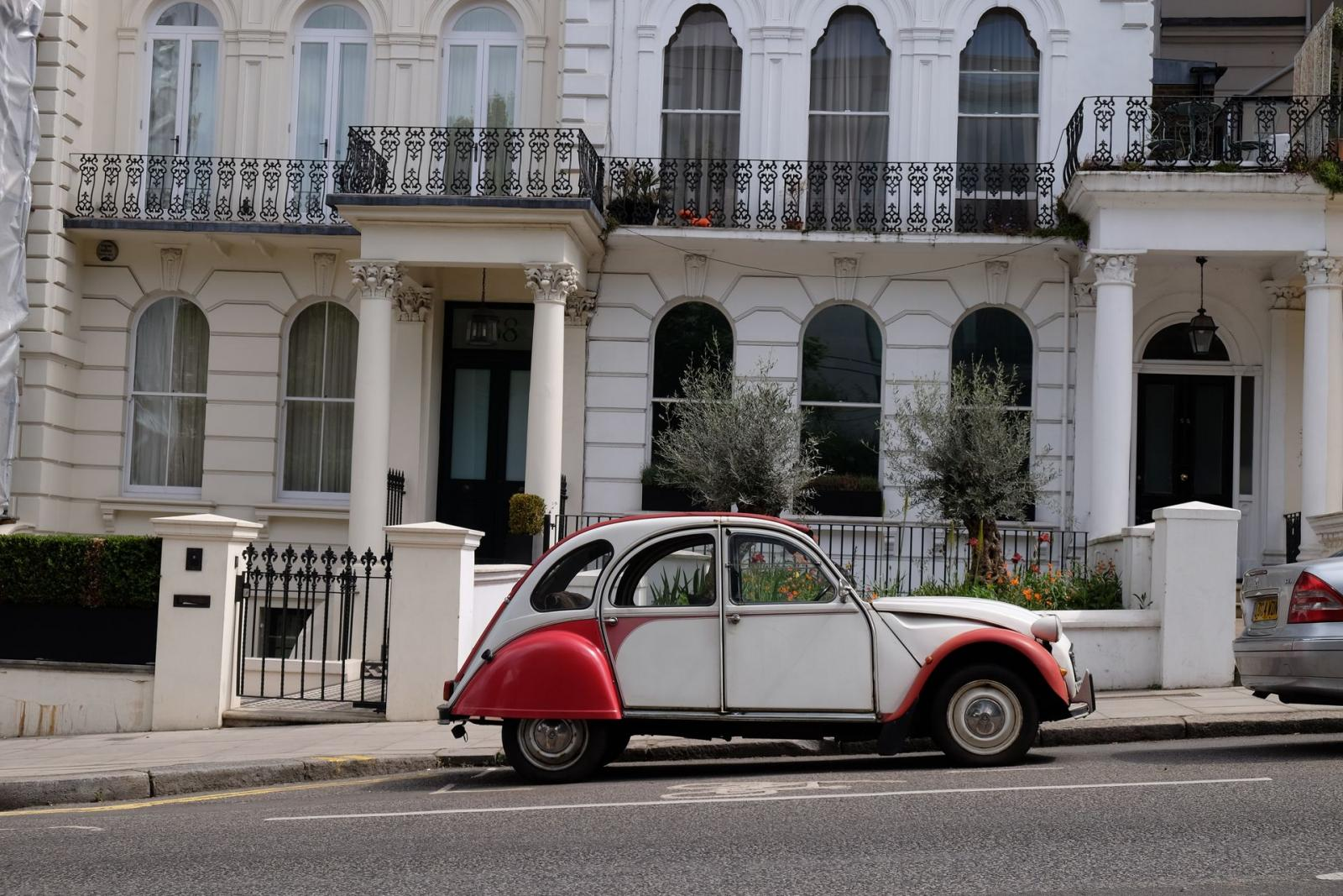 2CV Dolly in Notting Hill