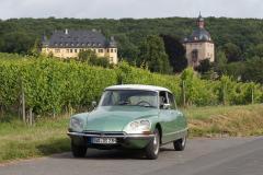 72er DS23 Pallas vor Schloss Vollrads im Rheingau.JPG