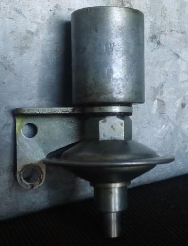 2 CV - Vergaser Dämpfer Drosselklappe 1.jpg
