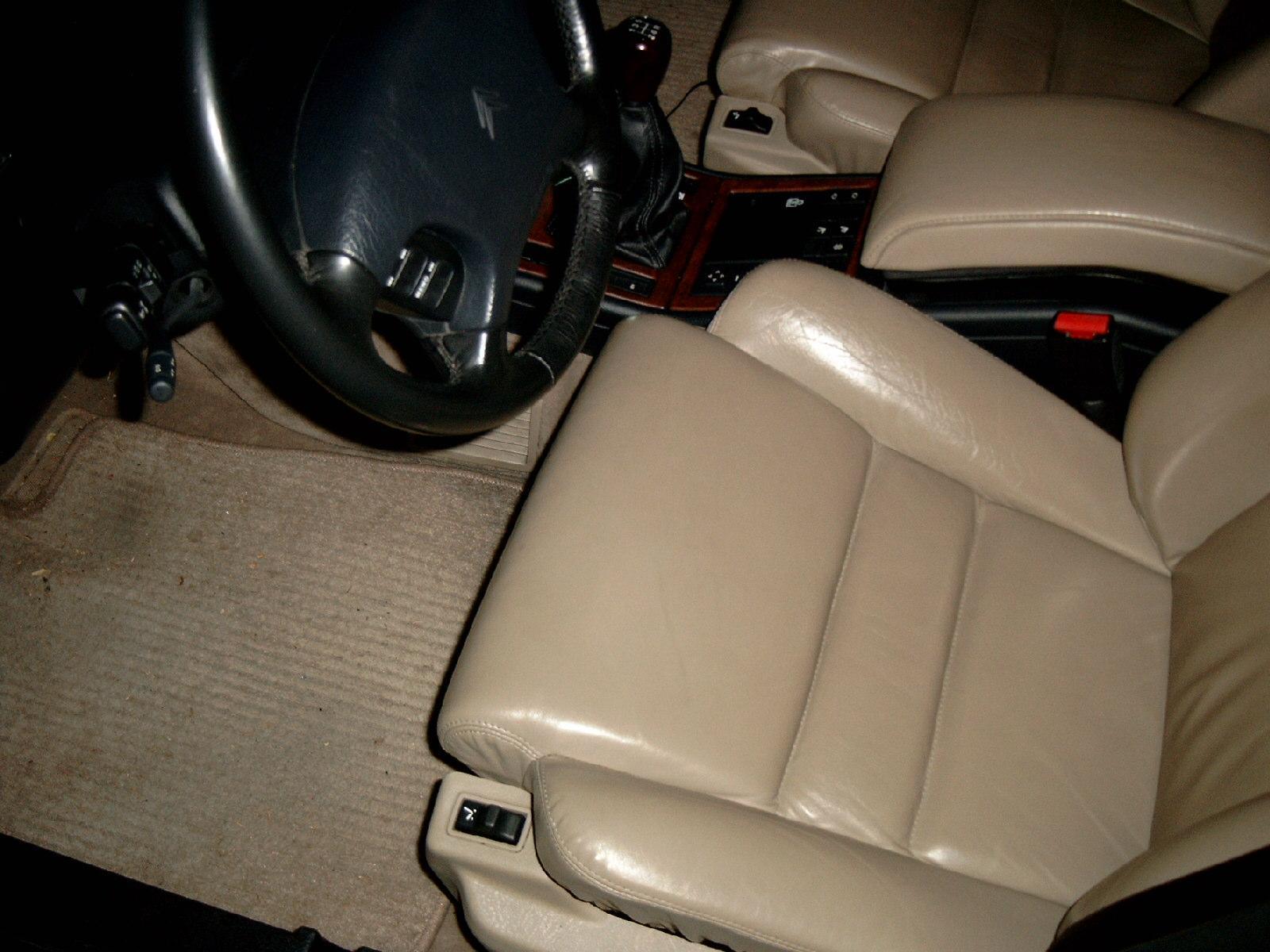 Fahrersitz_Fußmatte.jpg