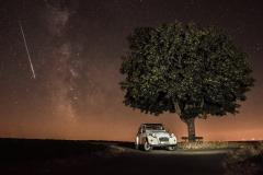 2cv mit Milchstraße und Sternschnuppe